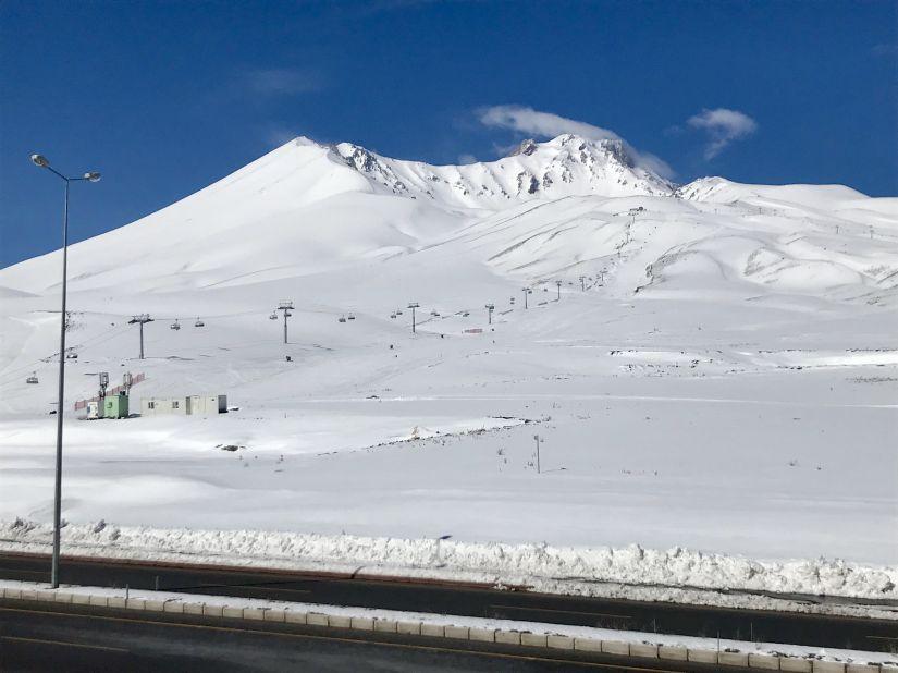 공항에서 스키장까지 4차로, 30분이면 도착.jpg